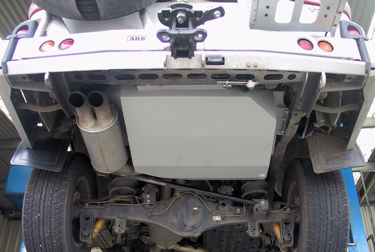 Land cruiser Custom Long Ranger fuel tank with twin exhaust (order #TR68LTWIN 177lt)